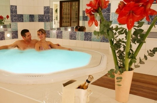 Resort carousel hotel pomme de pin hot tub indoor