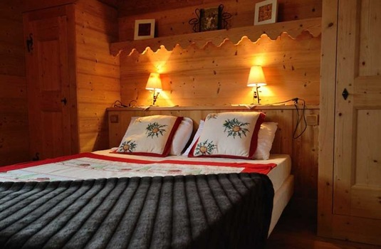 Resort carousel jardin bedroom  le praz 244