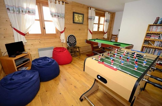 Resort carousel jardin games room le praz 1