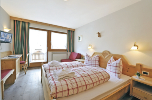 Resort carousel chalet hotel al pigher bedroom