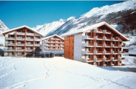 Hotel Ambassador in Zermatt by day in Winter