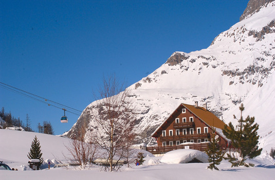 Chalet Hotel Chamois d'Or Val d'isere cableway snow entrace