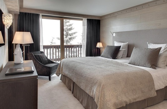 Ski Solutions Le Grand Coeur and Spa double bedroom