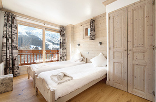 Chalet Le Cedre Blanc bedroom in the ski resort of Meribel, France