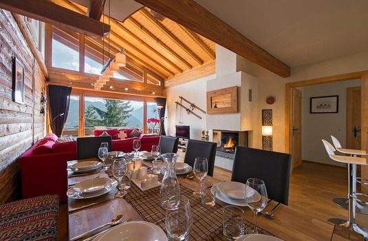Laineux open plan dining room