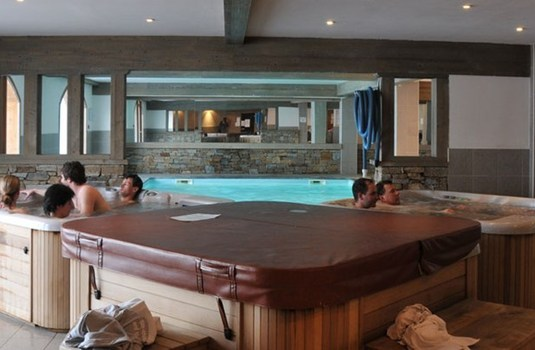 Hotel Vancouver hot tub