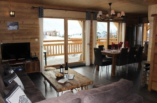 Chalet Friandise open plan lounge dining room