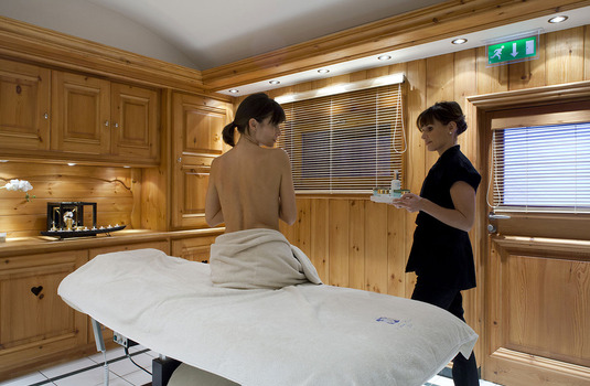Le Grand Coeur and Spa massage room