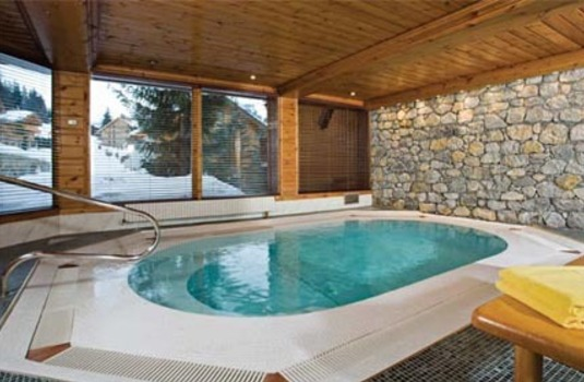 Le Grand Coeur and Spa hot tub