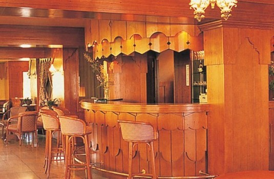 Resort carousel bar