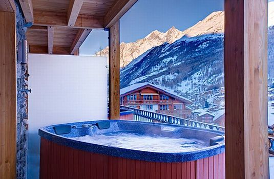 Resort carousel chalet pollux hot tub