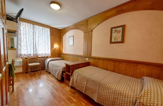 Resort carousel hotel edelweiss courmayeur italy twin bedroom