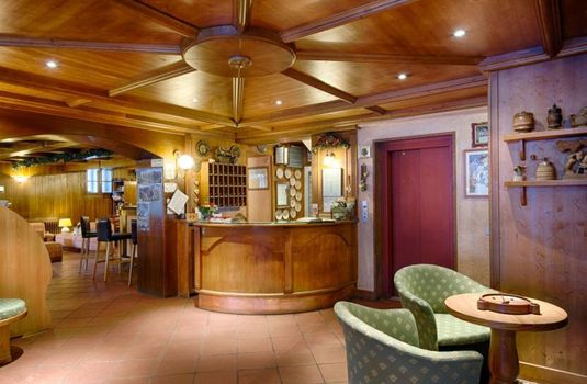 Resort carousel hotel edelweiss courmayeur italy reception