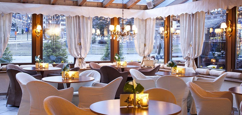 hotel dining rooms | Hotel Table | Corvara | Italy | Ski Solutions