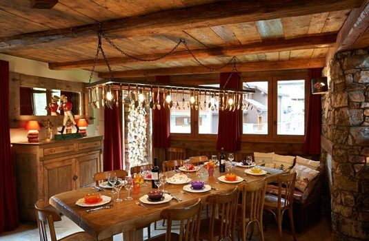 Chalet Ananda dining room