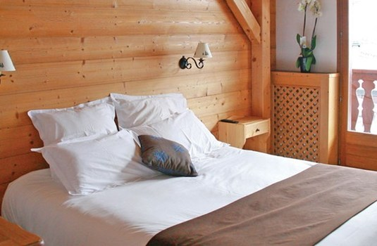 Resort carousel hotel les flocons courchevel double bedroom