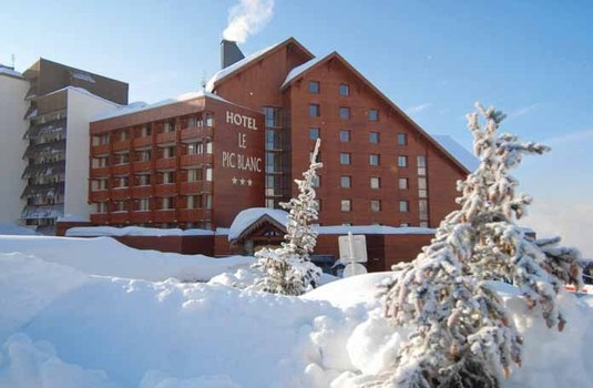 Resort carousel hotel le pic blanc alpe dhuez exterior