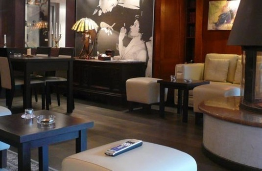 Resort carousel hotel albana real lounge