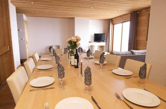 Chalet Ibex dining room