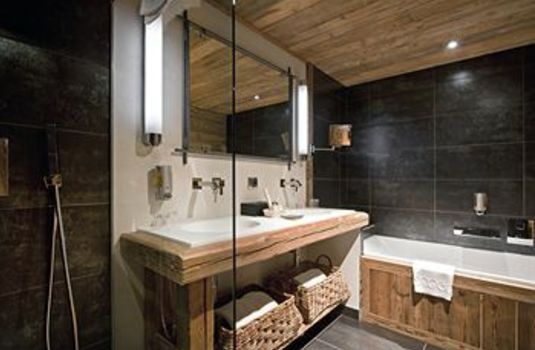 Resort carousel hotel marmotte les gets bathroom