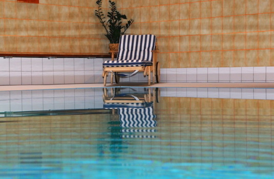 Resort carousel hotel schweizerhof indoor pool