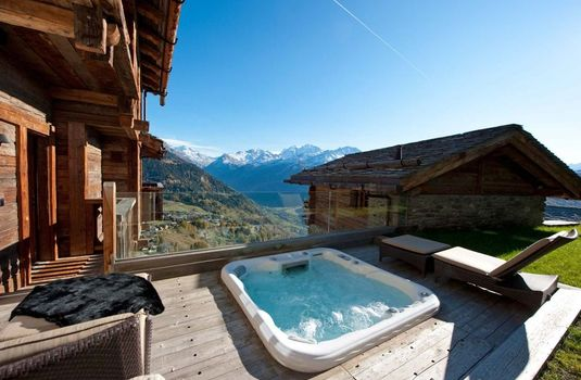 Resort carousel chalet tigre verbier hot tub