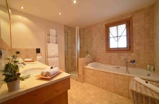 Chalet Marmotte Couchevel Bathroom