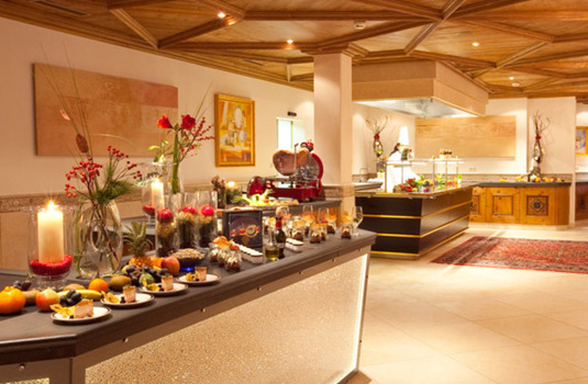 Resort carousel hotel trofana royal buffet