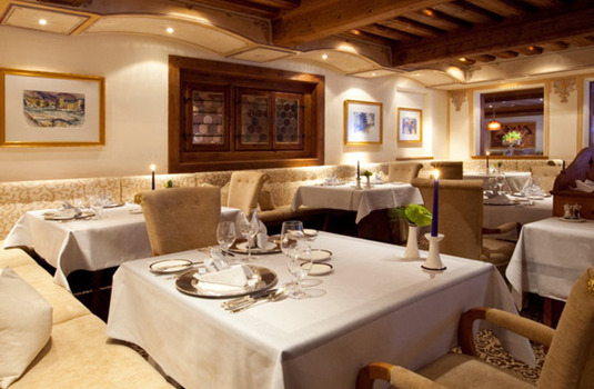 Resort carousel hotel trofana royal dining 3