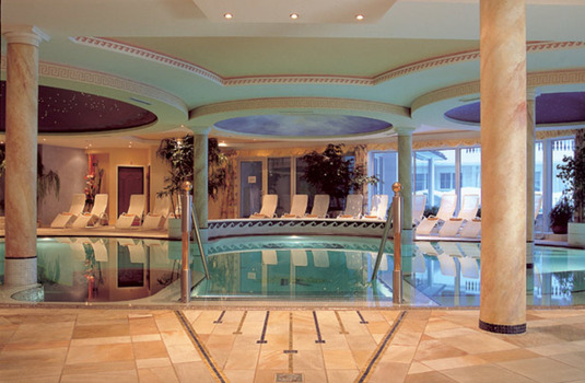 Resort carousel hotel trofana royal indoor pool 2