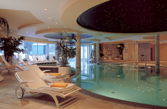 Resort carousel hotel trofana royal indoor pool 3
