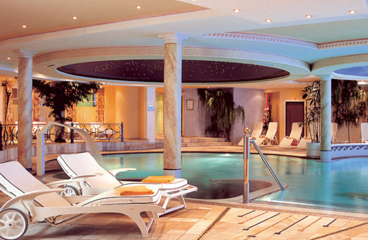 Resort carousel hotel trofana royal indoor pool