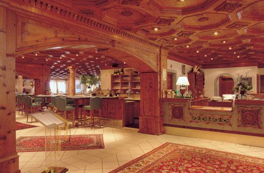 Resort carousel hotel trofana royal lobby