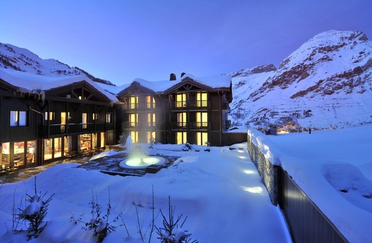 Resort carousel club med val d isere exterior2