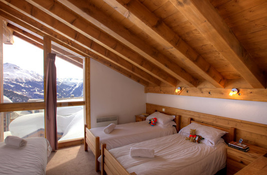 Resort carousel chalet papillon 6 la rosiere bedroom