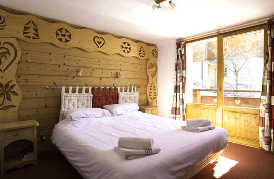 Resort carousel chalet daurel meribel double bedroom