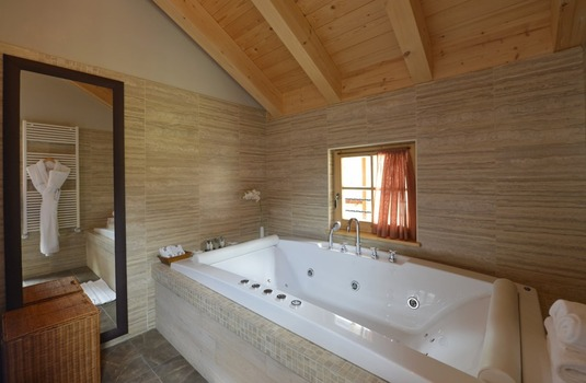 Resort carousel club med pragelato vialattea milky way bathroom