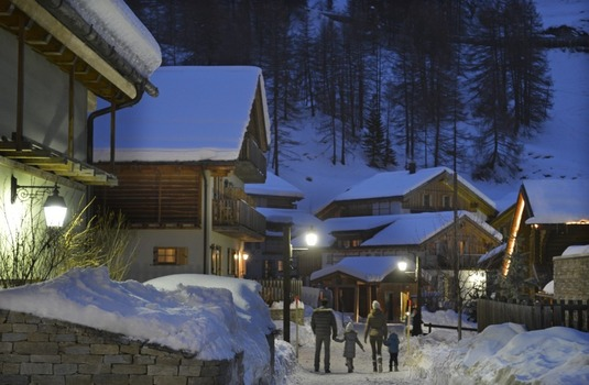 Resort carousel club med pragelato vialattea milky way exxterior night