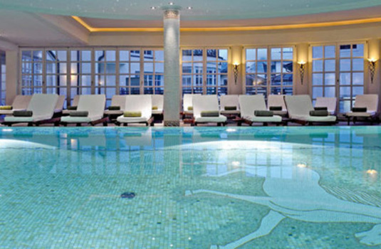 Resort carousel hotel weissses rossl indoor pool