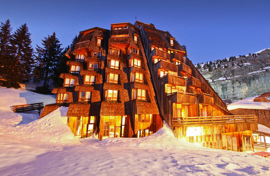 Resort carousel hotel des dromonts avoriaz exterior night2