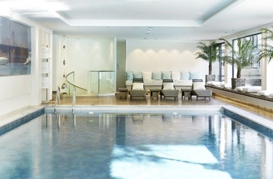Resort carousel hotel thurnhers alpenhof zurs indoor pool