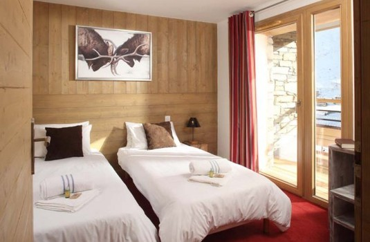 Resort carousel ski chalet france giorgio twin bedroom windows