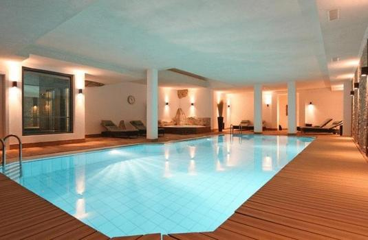 Resort carousel hotel schweizerhof pool saas fee