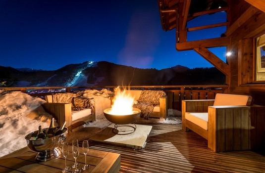 Chalet M - relaxation area and fire pit