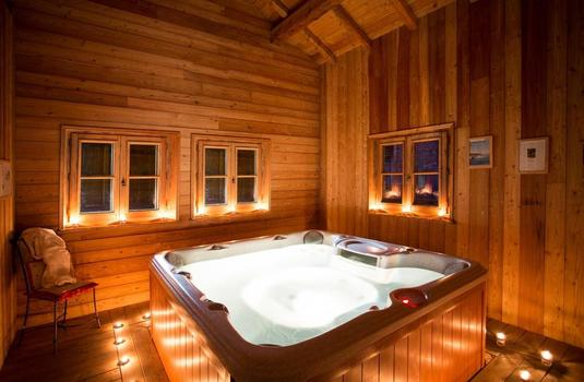 Chalet Chartreuse Hot Tube