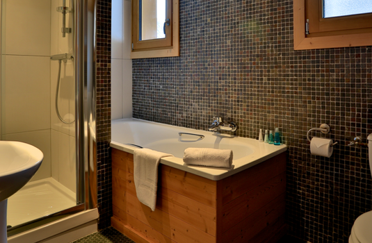 Chalet Sorbier, Meribel - Bathroom