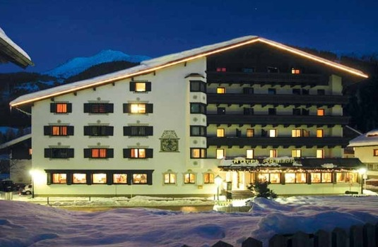 Resort carousel hotel arlberg ext night