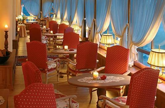 Resort carousel alpen suite hotel dining