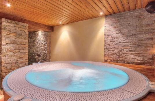 Resort carousel les balcons de belle plagne hot tub