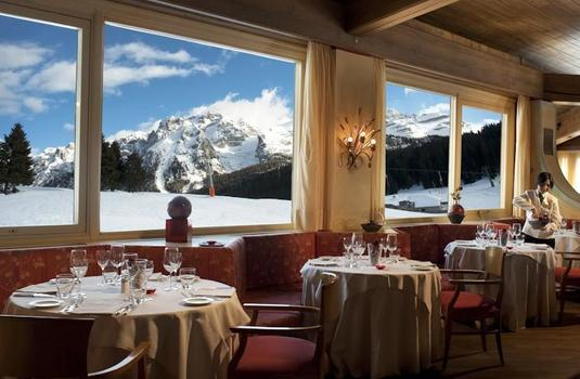Resort carousel golf hotel campiglio dining